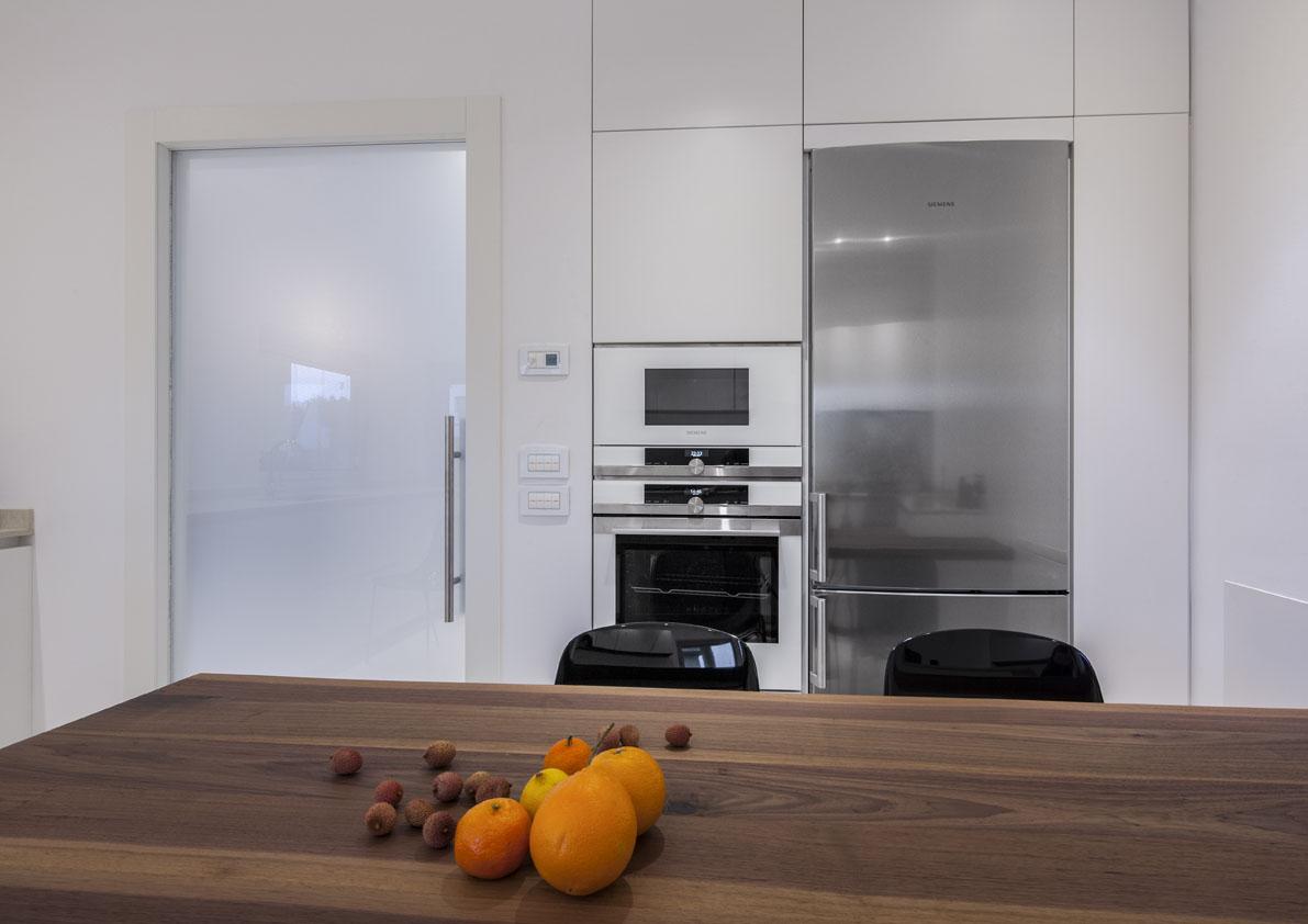 cucina moderna bianca su misura poliform varenna