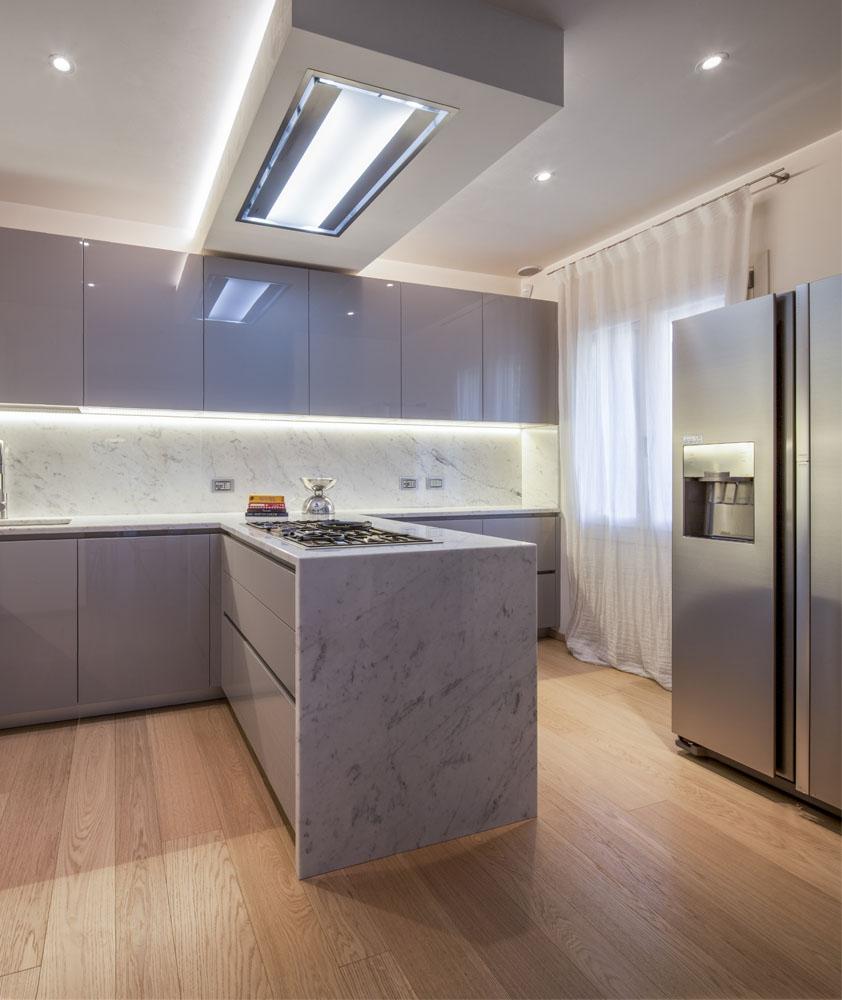 cucina moderna con penisola poliform varenna