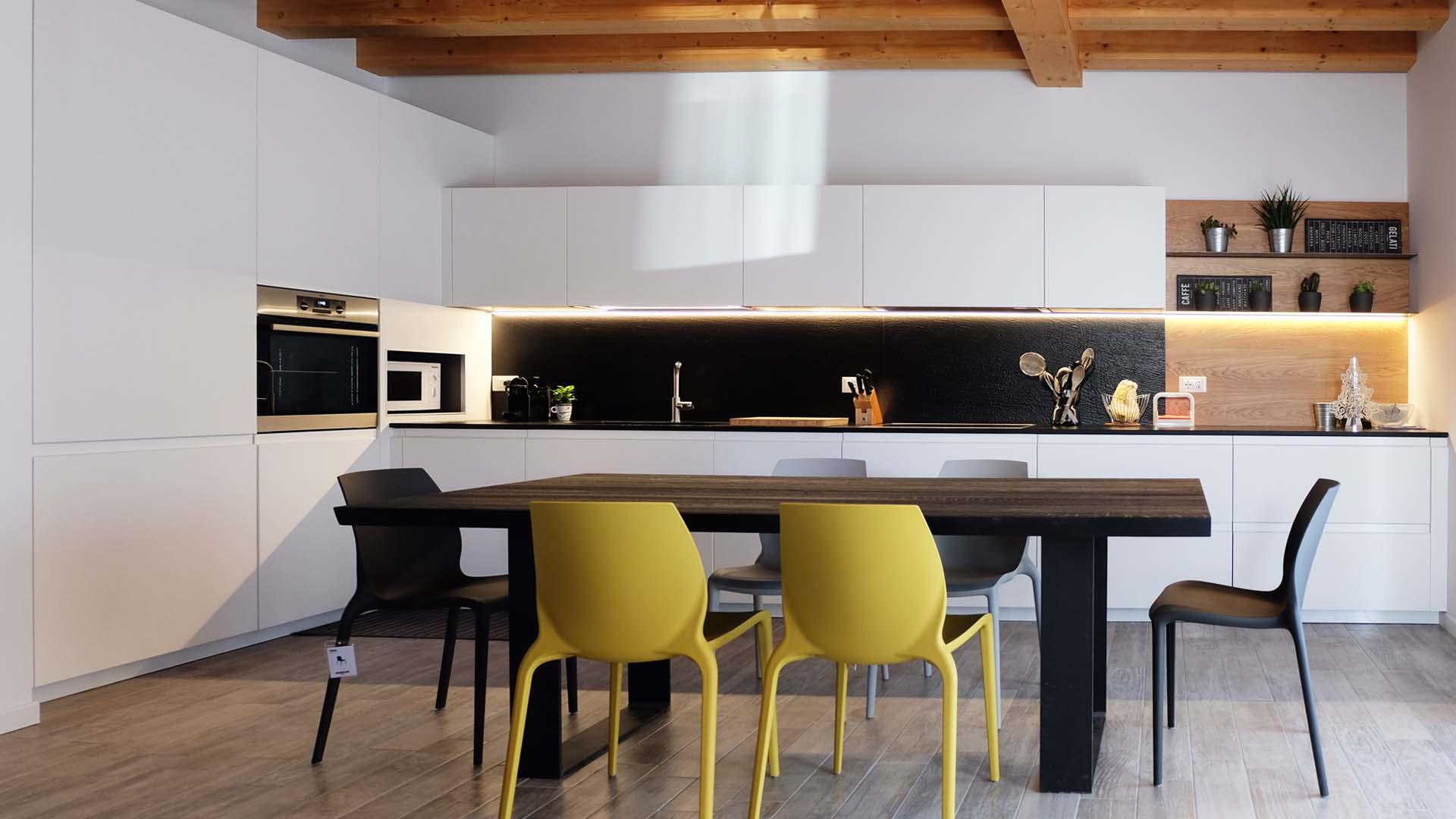 cucina moderna di design bianca e nera arrital